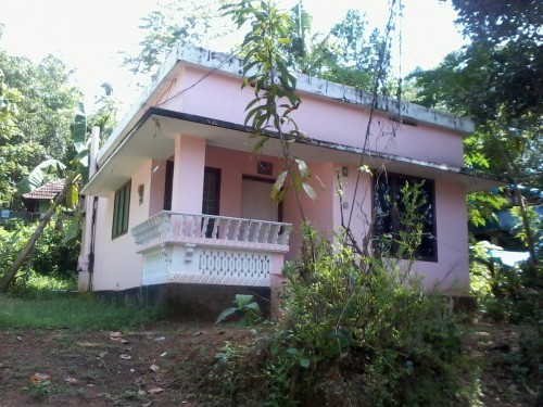 650 Sq ft 2 BHK Beautiful old house for sale at Kodakara,Thrissur