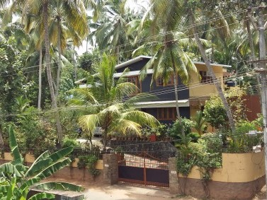 A Beautifully Constructed Large Independent House In Trivandrum With Prime  Interiors And Top Class Furnishing For Sale Details At A Glance: Sit Out  Lounge ...