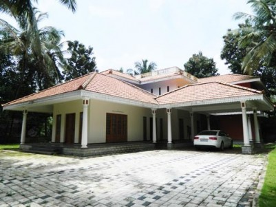 5600 Sqft 4 BHK Luxury Villa on 25 Cents of Land for sale at Ollukkara,Mannuthy,Thrissur.