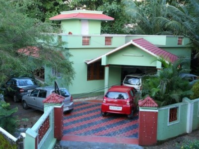 Independant House for sale in Alathur,,,,located in the heart of tow... 2 bed room attached,....2000