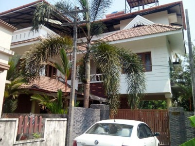 23 Cents of Land with 2 Buildings for sale at Vyttila,Kochi,Ernakulam District.