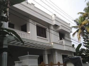 4.2 Cent 2200 Sqf Posh House Kundannur Junction, Ernakulam