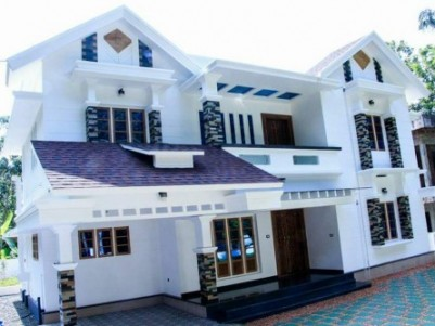 2400 Sq.ft 4 BHK New House for sale at Perumbavoor,Ernakulam.
