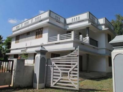 House for sale at Manakkapadi Jn,Near Kuruppumpadi,Perumbavoor,Ernakulam.