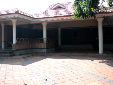 8.5 Acres of Land and 100 Years old Traditional House for Sale in Kottayam