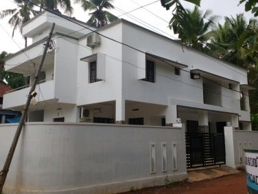8 Bedroom Independent House & Flat near Calicut Medical College