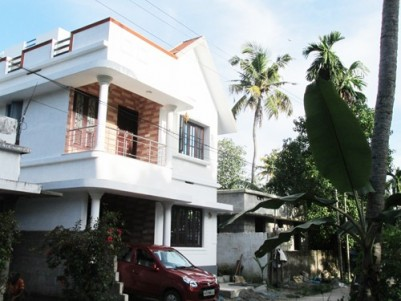 1660 Sq.ft 4 BHK Villa on 3.5 Cent land for sale at North Mulavukad,Ernakulam.