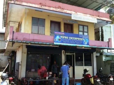 commercial building with 14 rooms in Mananchira - kozhikode