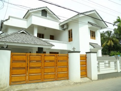 Posh Independent House for Sale at Vazhakkala, Kakkanad, Ernakulam