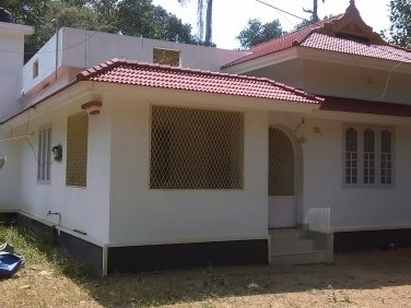 900 Sq.ft 2 BHK House on 12 Cent land for sale at Irinjalakuda,Thrissur.