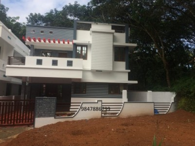 4 BHK House ,Eruveli, Chottanikkara