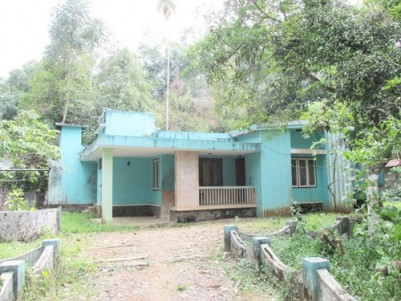 28 Cent Land with Old Concrete House for sale at Uzhavoor,Kottayam.