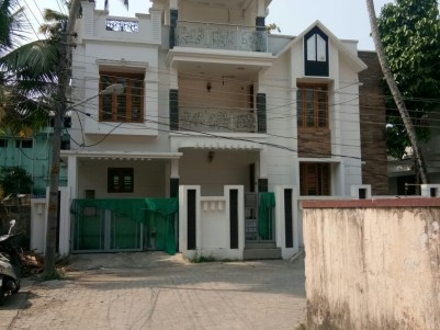2000 Sq Ft 4 BHK House for sale at Thoppumpady, Ernakulam