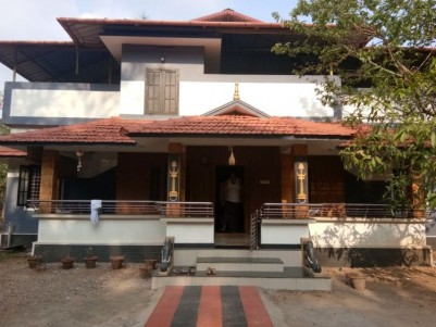 4000 Sq Ft on 25 Cent Bungalow For Sale at Pandikkad, Malappuram.