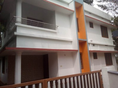 1200 Sq Ft 4 BHK on 4 Cent House For Sale at Mulanthuruthy, Ernakulam.