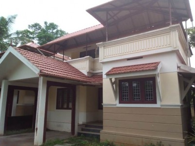 1200 Sq Ft 3 BHK on 5 cent House for Sale at Thiruvamkulam, Ernakulam.