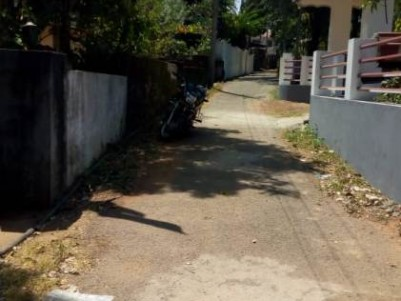 24 Cent Land with Old Terrace House for Sale at Pudussery, Choondal, Thrissur.