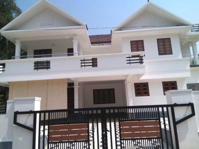 4 BHK, 2500 SqFt House on 9 Cents for Sale at pala, Thodupuzha Road
