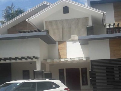 5BHK, 2600 SqFt House on 12.54 Cents for Sale at  Pallikkal Bazar, Malappuram