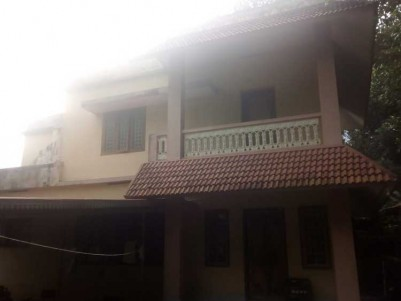 18 Cents of Land with 3 BHK, 1400 SqFt House for Sale at Chotanikara town, Ernakulam