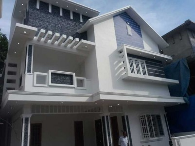 1850 SqFt, 4 BHK House on 5 Cent for Sale at Medical Center, Ernakulam