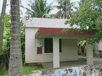 10 Cent with Old House for sale at Kadavanthra, Ernakulam