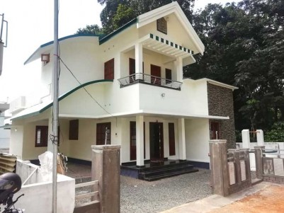 3BHK, 1700 SqFt House on 7.45 Cents for Sale at  Near Thiruvanchoor Thoothooty retreat center
