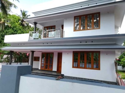 4 BHK, 2200 SqFt House on 10 Cents for Sale at Pattimattom, Ernakulam