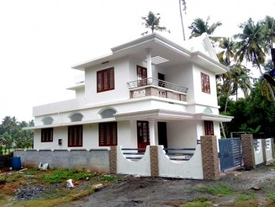 4 BHK, 1600 SqFt House on 5 Cent for Sale at Vendor, Thrissur