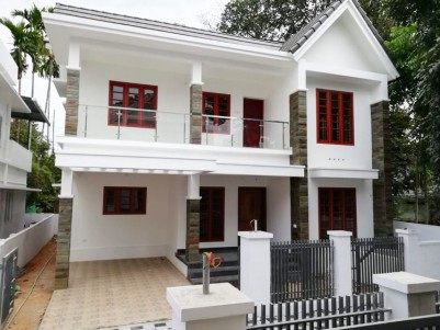 2150 SqFt, 4 BHK House in 5 Cents for sale at Pallikkara, Ernakulam