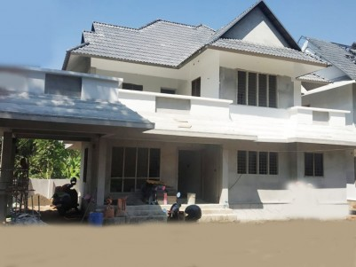 4 BHK, 2800 SqFt House in 10 Cents for sale at Eattumanoor, Kottayam