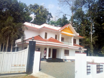 4 BHK, 2300 SqFt House in 10 Cents of land for sale at Eattumanoor, Kottayam