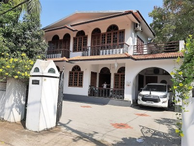 Luxurious Villa For Sale in Posh Locality at Thrissur