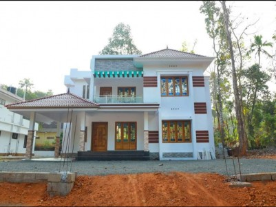 4 BHK, 2700 SqFt New House in 10 Cent for sale at Puthuppally, Kottayam