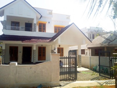 4 BHK, 2306 SqFt House in 7 Cents for sale at near Mannanam, Kottayam
