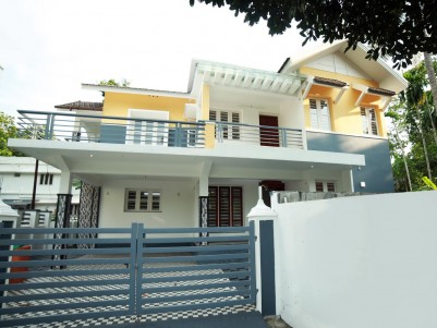 4BHK,2150SqFt House in 6.5Cents for Sale in Mulamthuruthy,Ernakulam
