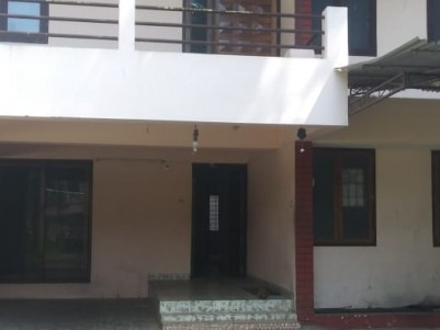 3BHK,2400SqFt Old House in 12Cent for sale at Karapuzha,Kottayam