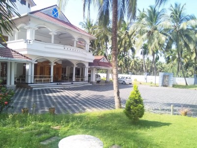13000 SqFt Fully Furnished Posh Villa for sale Mannarkkad near Perinthalmanna