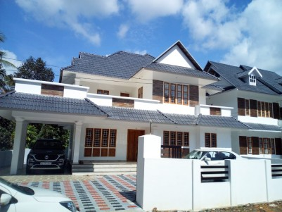 4 BHK 2800 SqFt House in  10 Cents  for sale at Kattachira,Kottayam