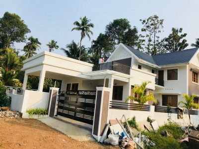 4 BHK 2700SqFt House in 9 Cent for sale at Muvattupuzha,Ernakulam