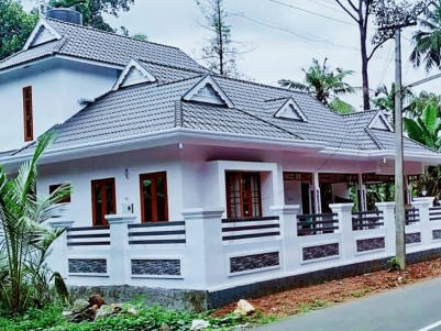4 BHK 2400 SqFt House in 10 Cents for sale near Eattumanoor,Kottayam