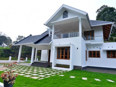 4 BHK 2750 SqFt House in 13 Cents for sale near Mundupalam,Pala,Kottayam