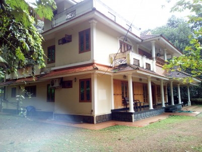 5 BHK 3750 SqFt House in 25 Cents for sale at Cherppunkal,Kottayam