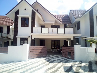 4 BHK 2650 SqFt House in 7 Cent for sale at Manarkadu Kottayam