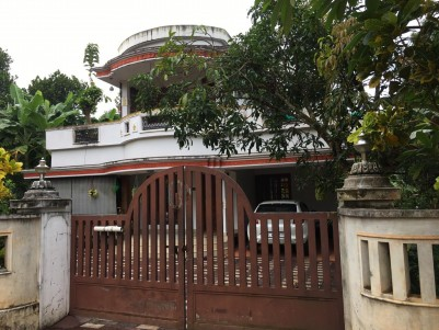 17 Cent land with 2000 sqft 4 BHK House for sale at Irinjalakuda, Thrissur