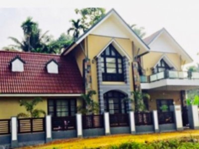 8 Cent land with 2800 sqft House for sale at Chalakudy, Thrissur