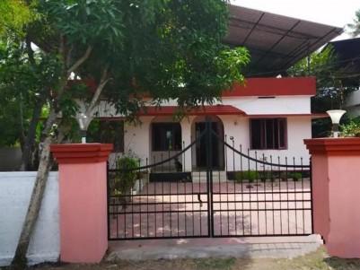 House For Sale In Irinjalakuda, Kandeswaram Road.