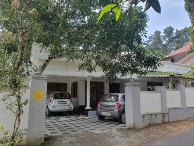 5 BHK 2000 SqFt House with Out House for sale at  Eattumanoor town, Kottayam