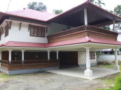 8 BHK 7000 sqft Bungalow in 23.5 Cents  for sale at Nalumanikattu, Manarkadu, Kottayam