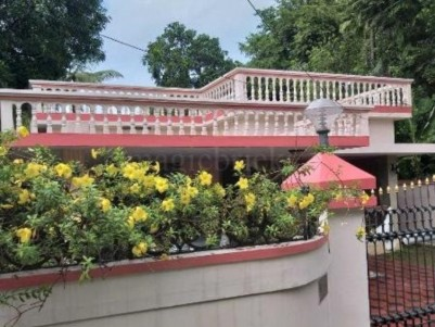 10 Cent land with Old House for sale at Puthukalavattam, Ernakulam